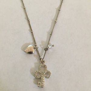 FOSSIL PETITE SILVER TONE NECKLACE AND KEY PENDANT